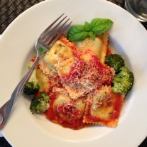 Ravioli with tomato sauce and Broccoli