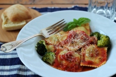 DSLR Ravioli with tomato sauce and Broccoli